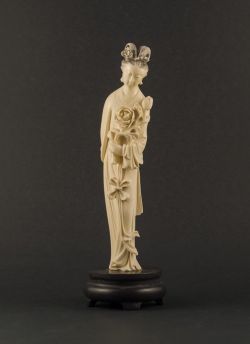 I1-1 Ivory statue of lady with lotus
