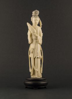 I2-1 Ivory statue of lady with organ